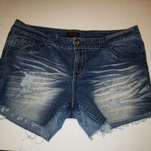 🍭  Glo Distressed Jean Shorts, Junior Size 17